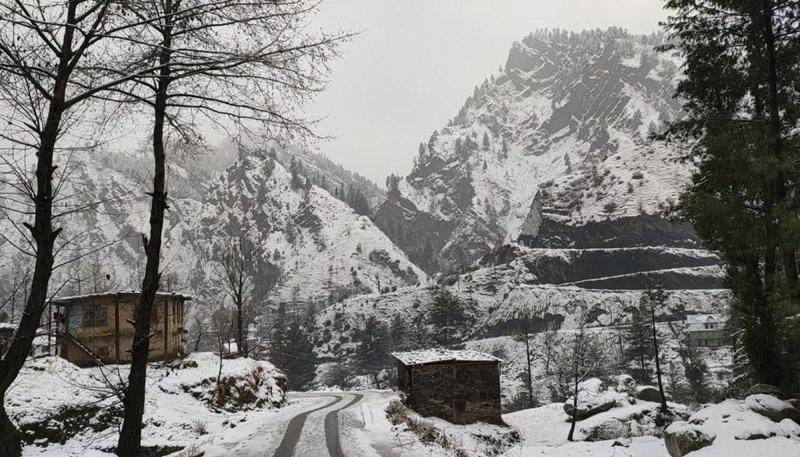 Jammu and Kashmir: JKSA establish helpline, offer free accommodation for tourists