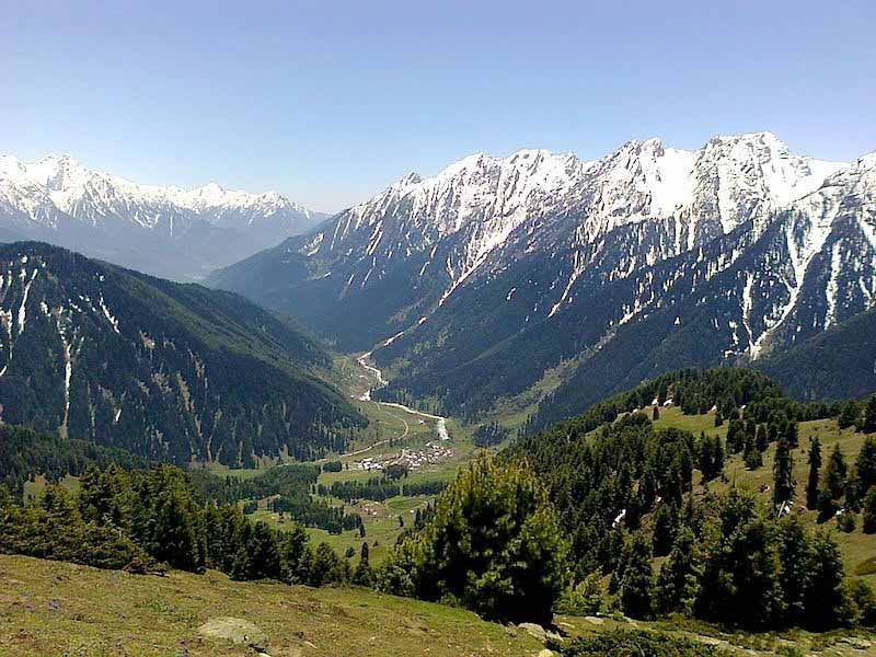 (A view of Aru Valley / Wikipedia Creative Commons)