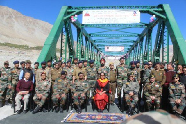 Defence Minister Sitharaman visits border areas to boost soldiers' moral
