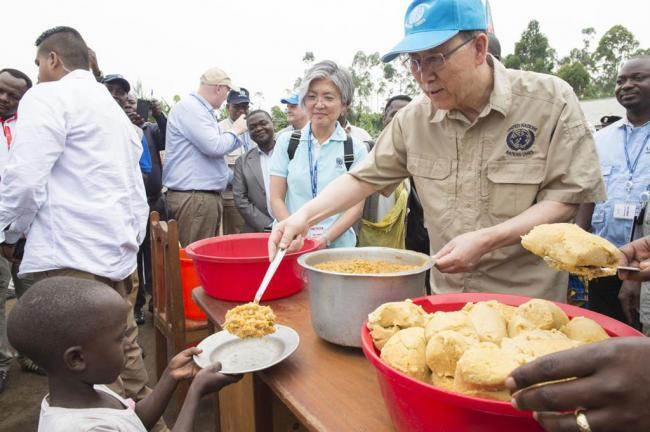 Displaced people need to be given opportunity to rebuild their lives, Ban says at camp in DR Congo
