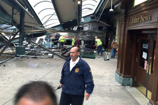 New Jersey train crashes into station, kills 1,injures several