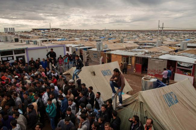 Digital cards improve food assistance to displaced families and Syrian refugees in Iraq – UN agency