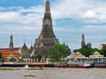 US tourists held in Thailand for nude temple photo