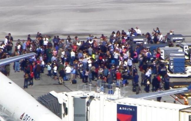 Florida airport shooting leaves five killed, suspect in custody