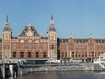 Amsterdam: Suspect shot after double stabbing in central station