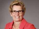 Kathleen Wynne says she stands by Ontario's auto sector