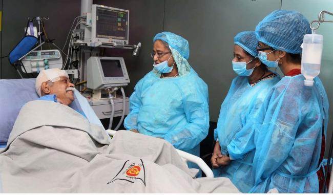 Sheikh Hasina visits hospital to meet Prof Muhammed Zafar Iqbal
