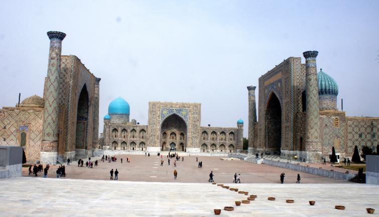 Uzbekistan amends rules for residence permit for foreigners and for guide services