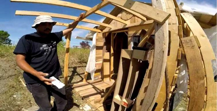 After failing to get better life, homeless immigrant in Canada builds shack