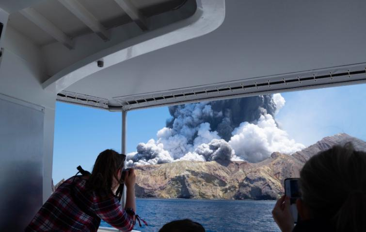 5 dead, 8 missing in New Zealand's White Island volcano eruption