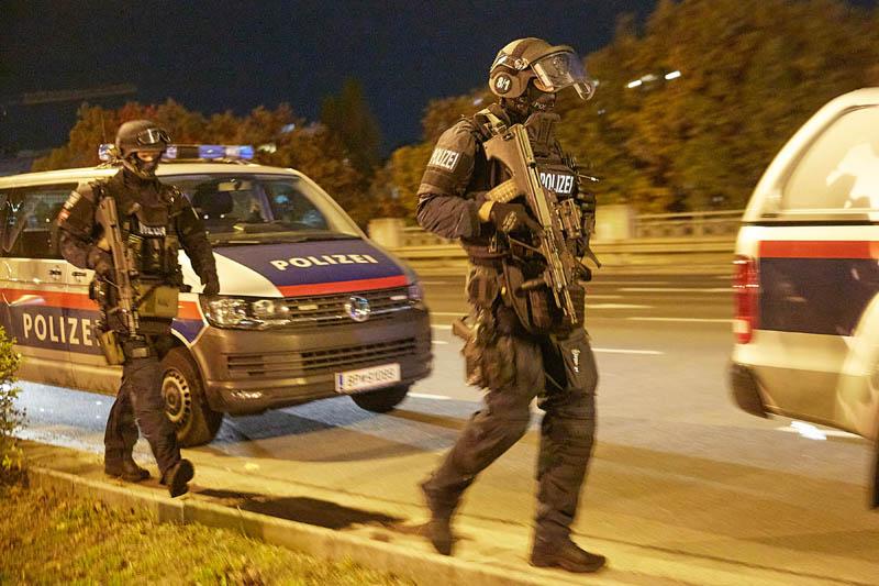 Austrian Interior Minister confirms that 4 civilians died in Vienna attack