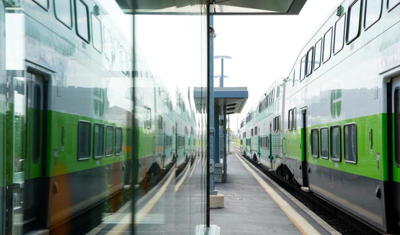 Ontario promotes public transit, launches free Wi-Fi on GO transit