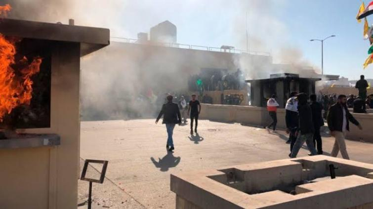US Embassy's security guards use tear gas against protesters in Baghdad: Reports