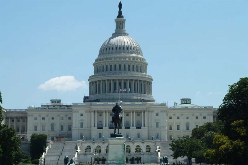 US police chief says officer, suspect dead in attack on Capitol