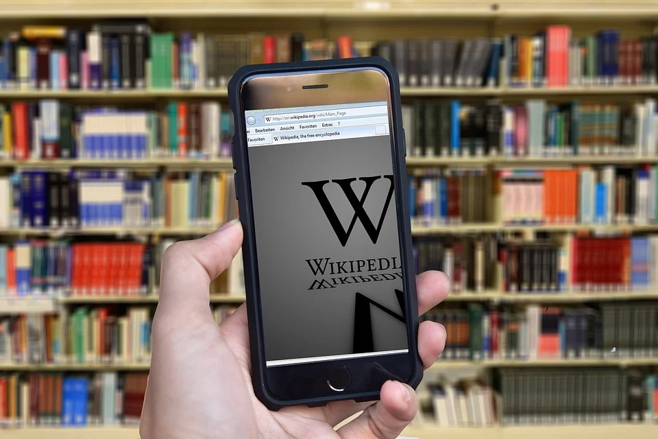Wikipedia bans 7 mainland Chinese users