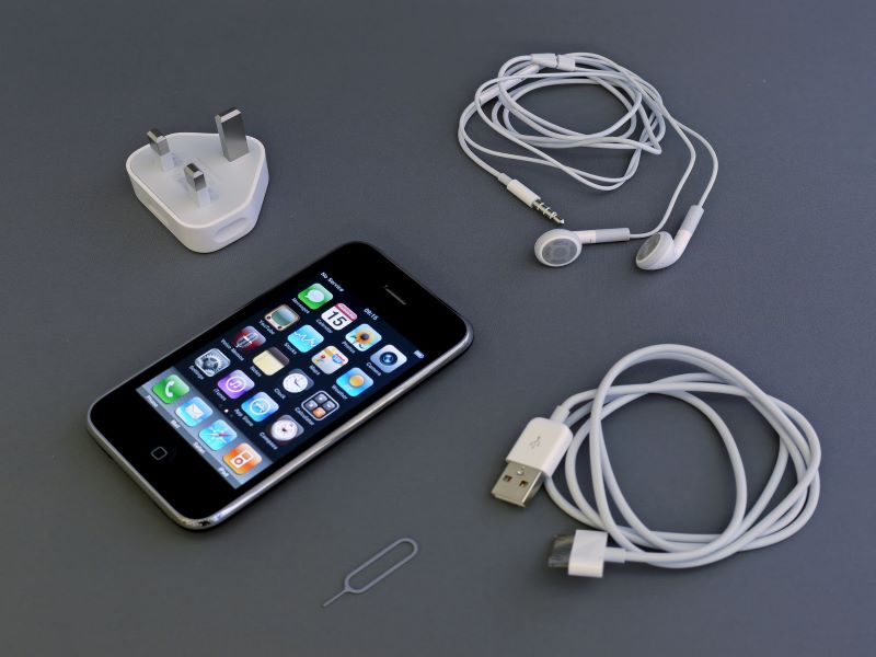 EU set to standardise charging cable for all phones; Apple raises concern